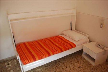 Casa moderna roma italy letto singolo richiudibile - Letto richiudibile ...
