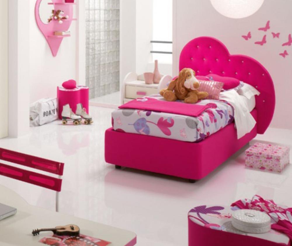 Una cameretta tutta rosa con il letto a forma di cuore - Letto matrimoniale a forma di cuore ...