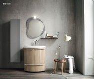 Bagno sospeso Compab con specchiera, armadietto e faretto.