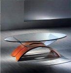 Tavolino in vetro con supporto ad arco in legno di ciliegio.